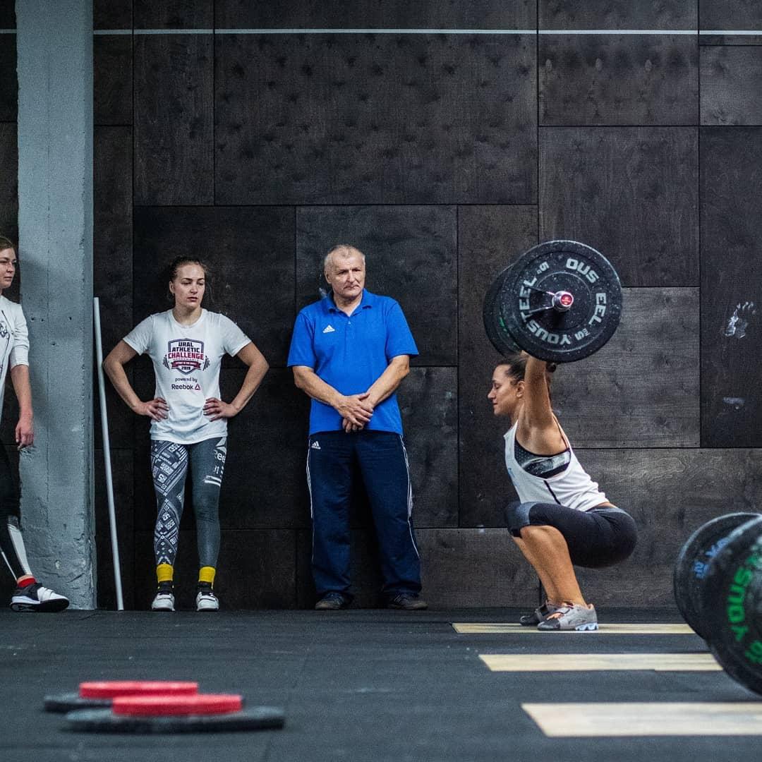 Подход к рывку на тренировке по тяжелой атлетике