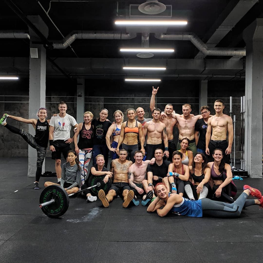 Люди, тренирующиеся в CrossFit Sprut