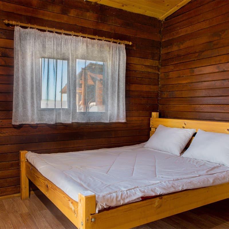 Кровать в домике летнего кроссфит лагеря