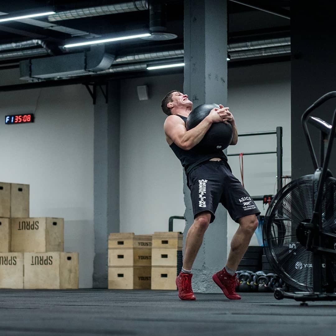 Станислав Власенко на тренировке по кроссфиту в CrossFit Sprut
